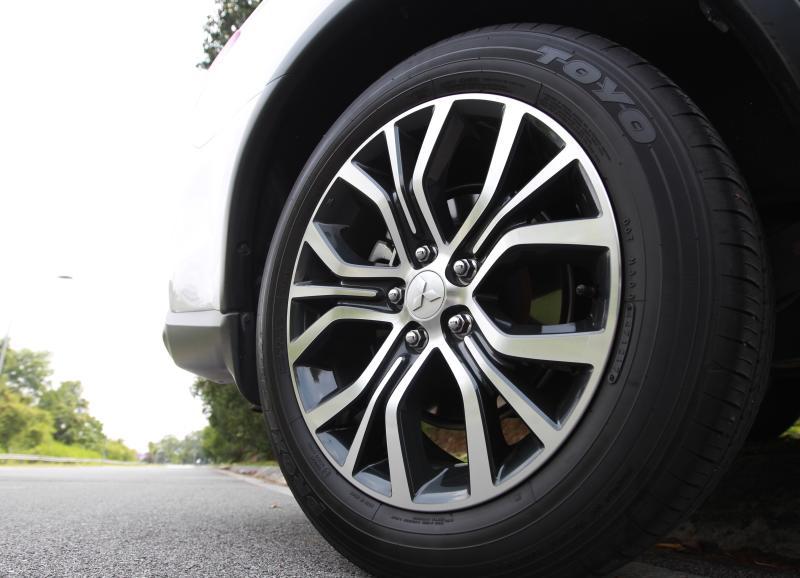 2018 Mitsubishi Outlander 2-litre CKD (12)
