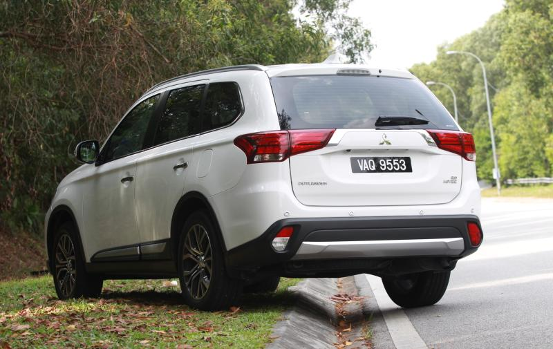 Mitsubishi Outlander 2 0L: Refined and well-equipped | CarSifu