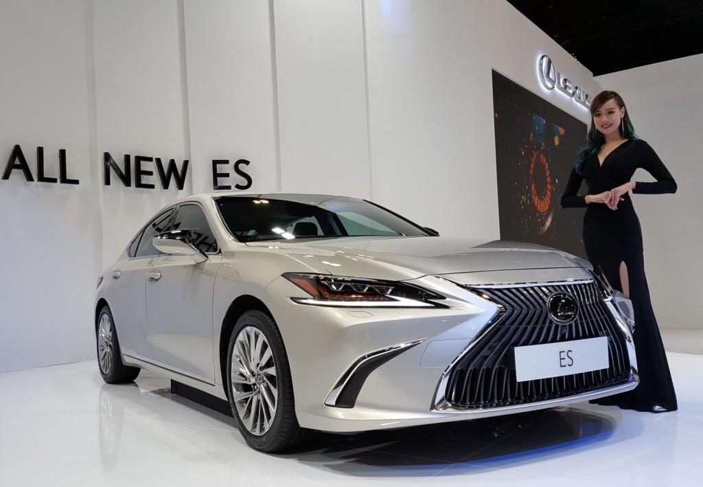 2019 Lexus ES executive sedan