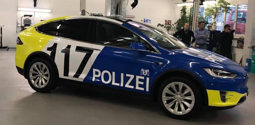Tesla Model X_2019 Swiss police force (1)