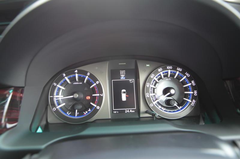Toyota Innova 2-litre X (5)