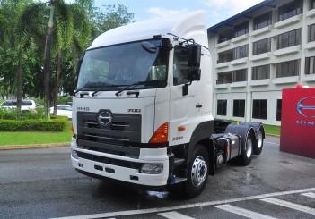 Hino SR1E 700 6x2 prime mover - 01
