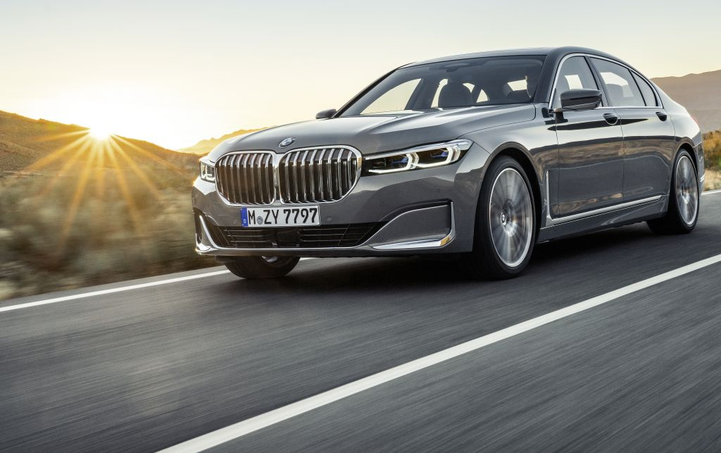 Brash New Bmw 7 Series Limo Weighs In From Shanghai Carsifu