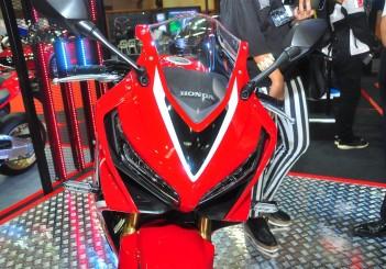 Honda CBR650R - 02