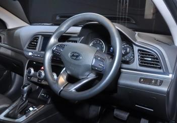 Hyundai Elantra 2.0 Executive - 35