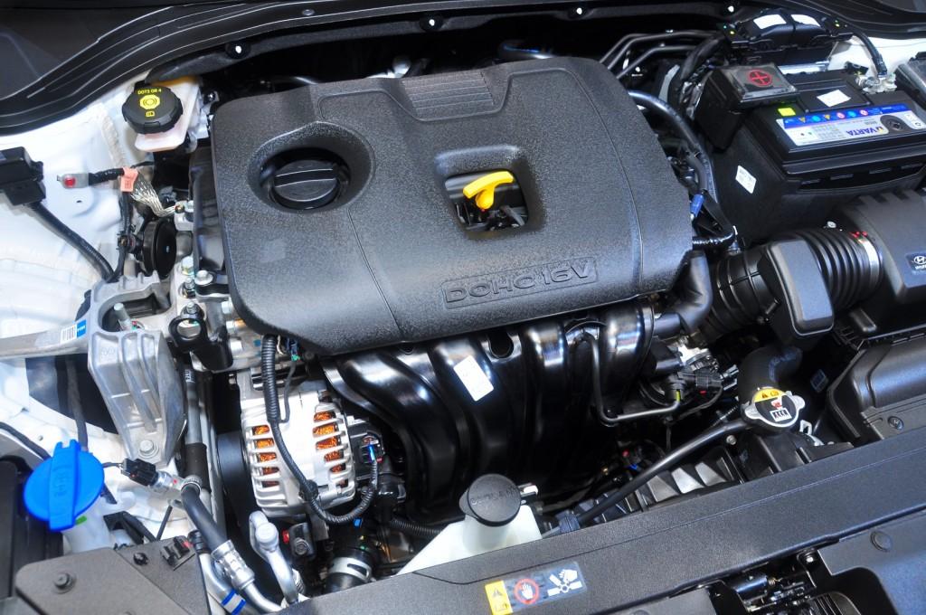 Hyundai Elantra 2.0 Executive - 71