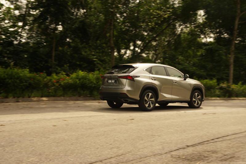 Lexus NX 300 Premium - 03