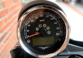 Moto Guzzi V7 Stone - 05