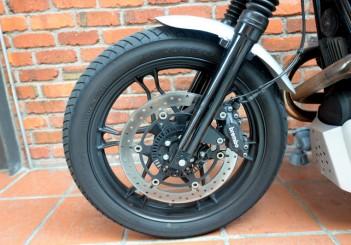 Moto Guzzi V7 Stone - 09