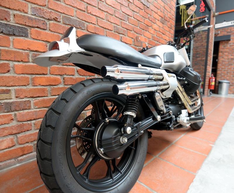 Moto Guzzi V7 Stone - 11