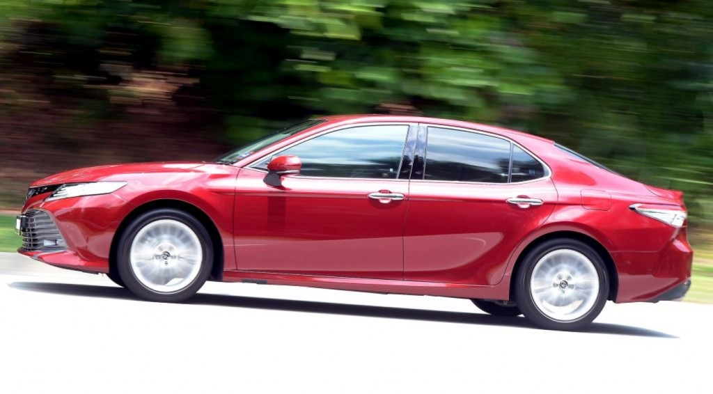 Eighth-gen Toyota Camry tested | CarSifu