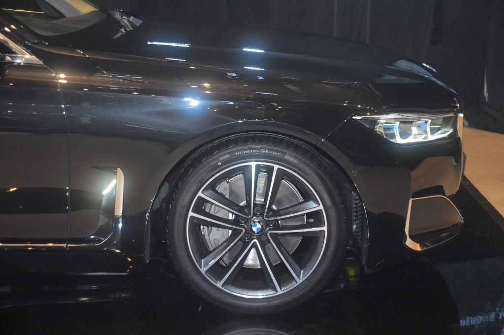 BMW 740Le xDrive (G12) - 18 Black Sapphire