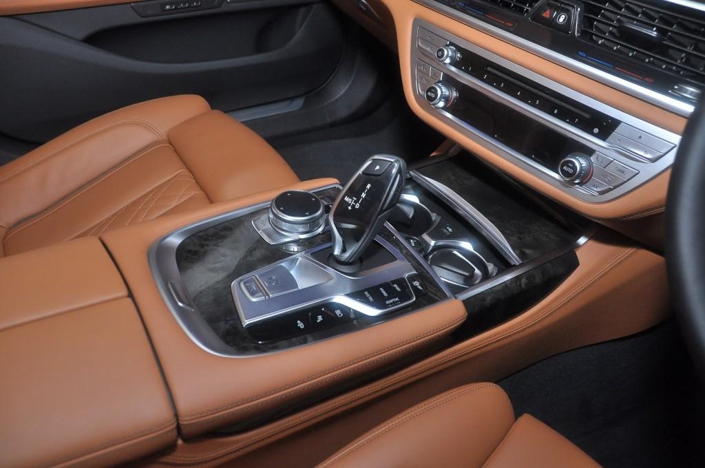 BMW 740Le xDrive (G12) - 59 Black Sapphire