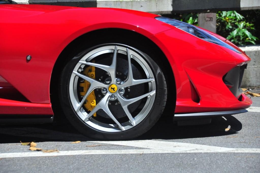 Ferrari 812superfast - 12