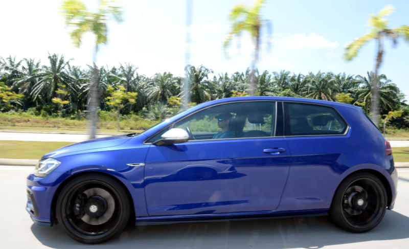 Honda Civic Type R and Volkswagen Golf R shootout - 04