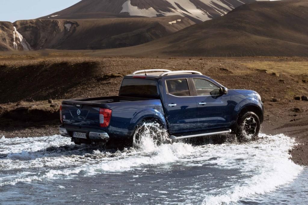 Nissan Navara Double Cab_Blue_Iceland_Dynamic Offroad 12