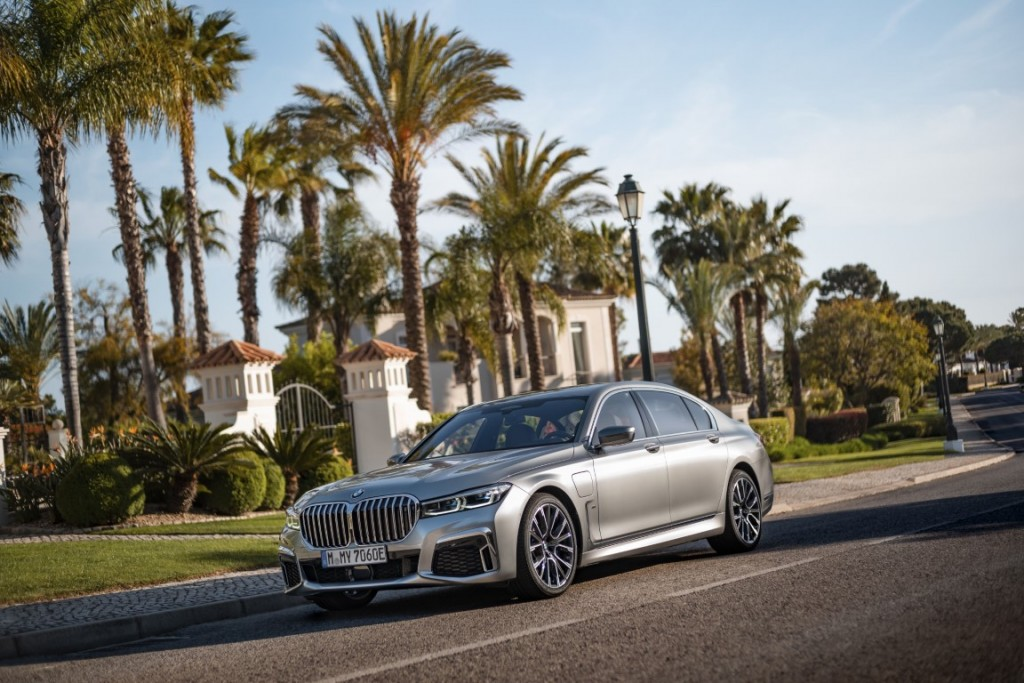 P90342939_highRes_the-new-bmw-745le-xd