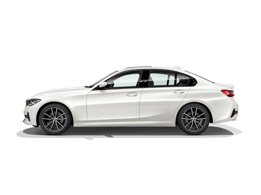 BMW 330e - 04