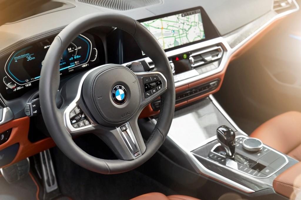 BMW 330e - 10