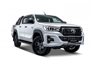 Toyota Hilux Black Edition - 01