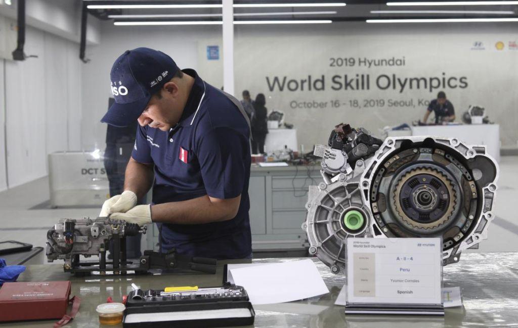 38834-WorldsTopAutoTechniciansPitTheirSkillsat2019HyundaiWorldSkillOlympics