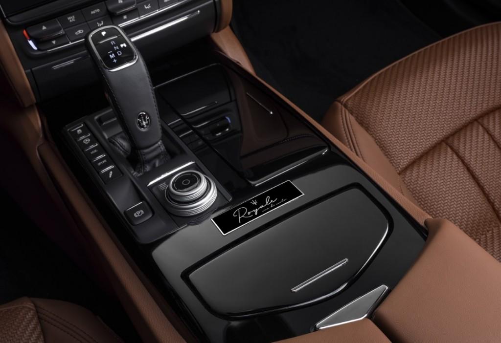 Large-16383-MaseratiQuattroporteRoyalebadge