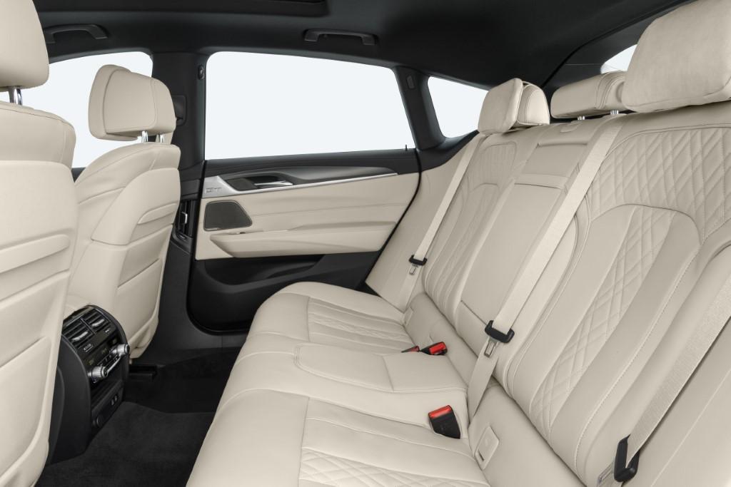 2021 BMW 6 Series Gran Turismo (2)