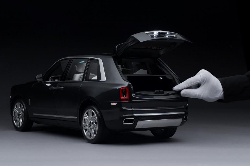 Rolls-Royce Cullinan 1-8 scale model - 02