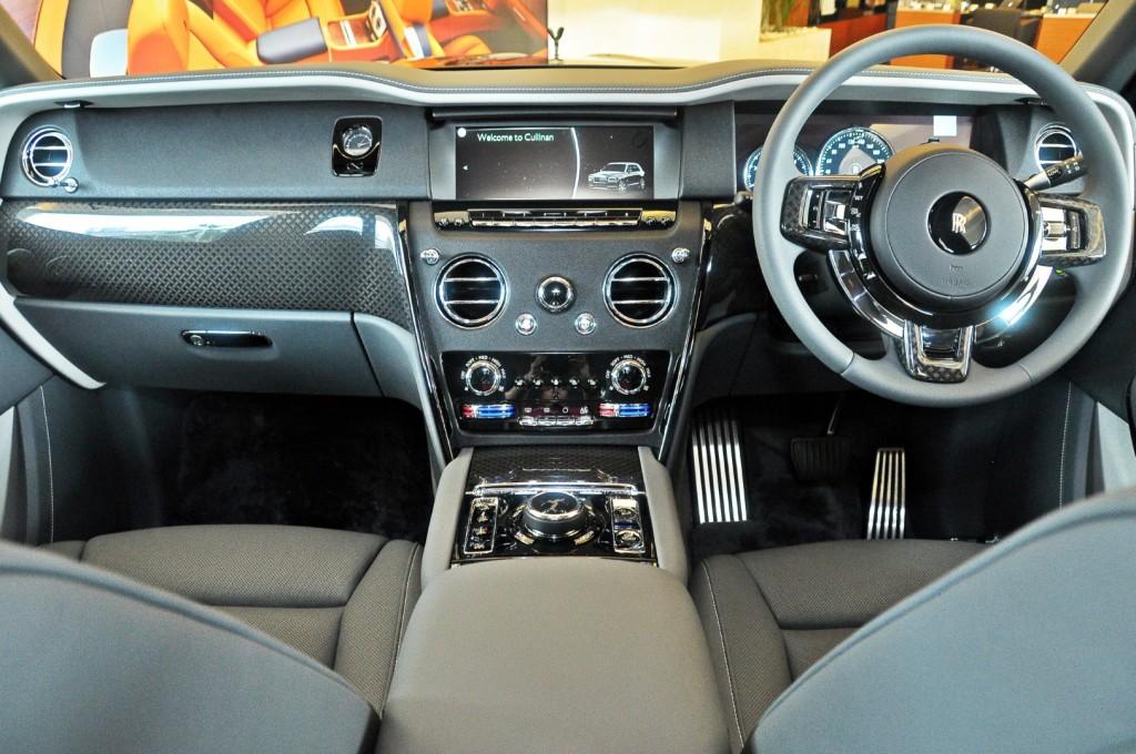 Rolls Royce Cullinan Black Badge - 67