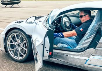 Bugatti shows how a Divo is delivered   CarSifu