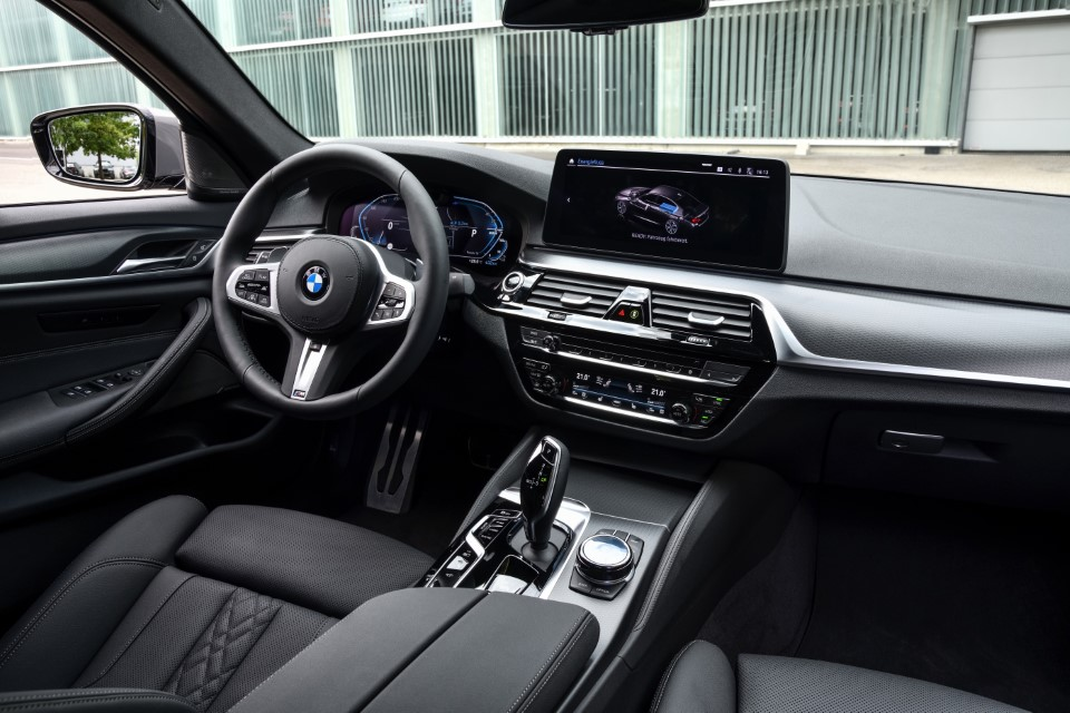 P90395498_highRes_the-new-bmw-545e-xdr