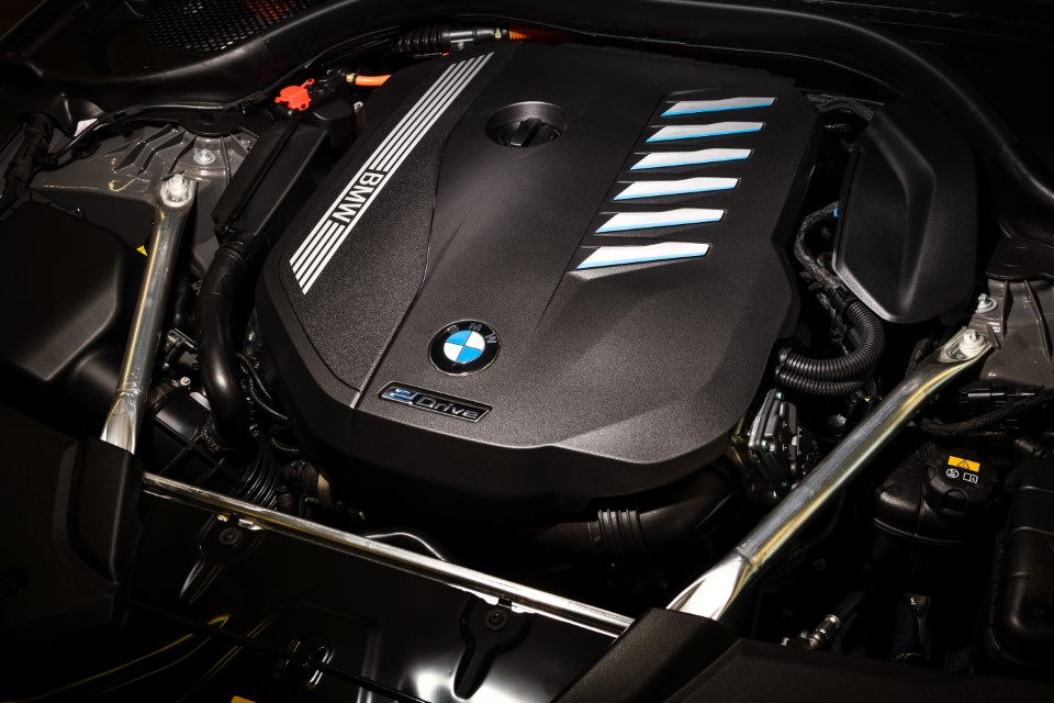 P90395506_highRes_the-new-bmw-545e-xdr