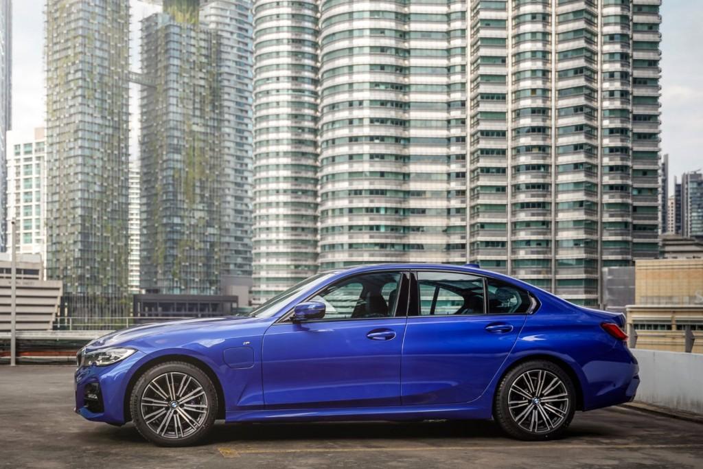 BMW 330e M Sport - 01