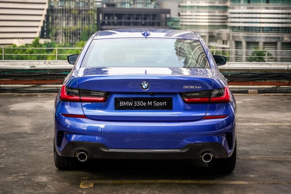BMW 330e M Sport - 11
