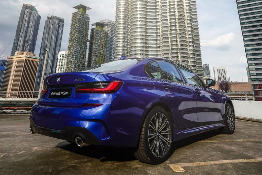 BMW 330e M Sport - 12