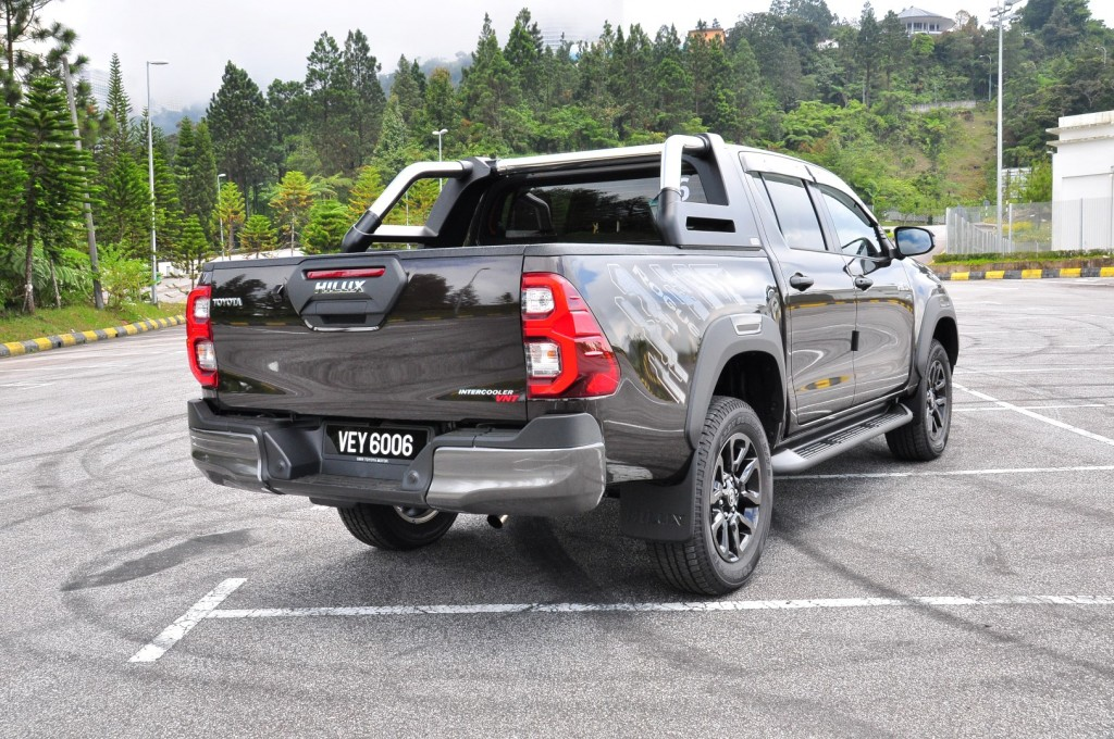 Toyota Hilux 2.8 Rogue - 28
