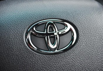 toyota_badge