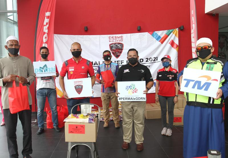 Ducati Malaysia head Dennis Michael (second from left, front row) and DOCM vice-president Hishamuddin Md Sani at the event.