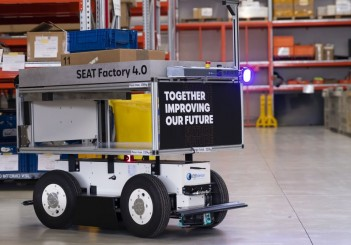 SEAT-SA-introduces-autonomous-mobile-robots-at-the-Martorell-plant_05_HQ