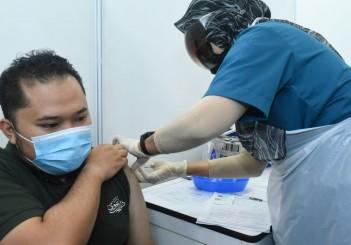 SACC Staff receving vaccine